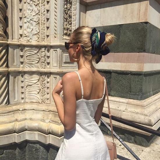 Chính vì yếu tố không cần quá cầu kỳ, phức tạp nên việc sử dụng khăn lụa làm phụ kiện cho tóc được nhiều bạn gái ưa chuộng.