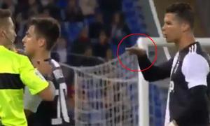 C. Ronaldo cười khoái chí sau khi chế giễu đối thủ lùn