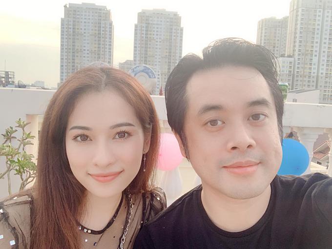 Nhạc sĩ Dương Khắc Linh nói anh yêu em với bạn gái Sara Lưu.