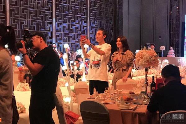 Hôm 6/5, Trương Đan Phong ra thông cáo báo chí, khẳng định không làm gì sai với vợ. Anh cũng cho biết người thứ ba Tất Oánh đãthôi việc.