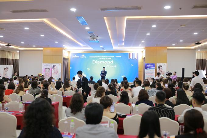 Ngày 6, 7 và 8/5, Hội nghị Da liễu Quốc tế Diamond Beaute diễn ra tại Đà Nẵng với sự tham gia của hơn 200 chủ spa trên toàn quốc. Sự kiện kết hợp giữa chuyên đề làm đẹp với chương trình nghỉ dưỡng 5 sao. Ngoài ra, khách mời còn được tham gia vàodạ tiệc Luxury Blue Gala với nhiều phần trình diễn ấn tượng.