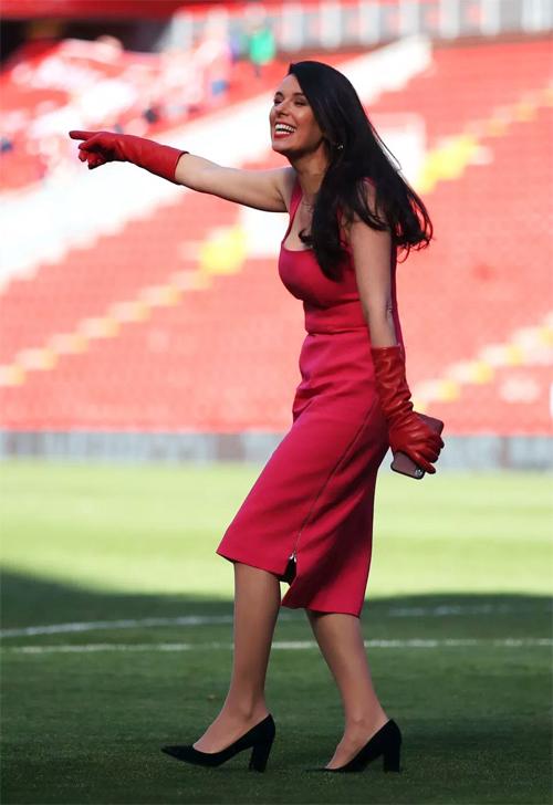 Vợ trẻ kém 30 tuổi của ông chủ Liverpool