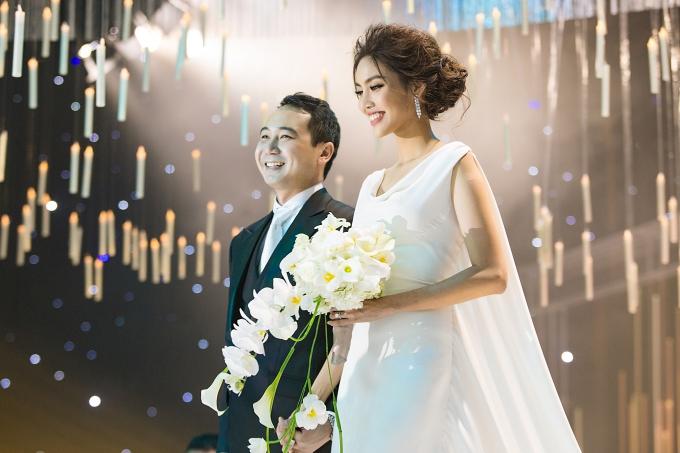 Tháng 10/2018, Lan Khuê kết hôn với doanh nhân Tuấn John sau gần một năm hẹn hò. Ông xã của người đẹp sinh năm 1987 trong gia đình bề thế, nhiều đời giàu có tại TP HCM. Bà nội anh là cố doanh nhân Tư Hường - một trong những nữ doanh nhất nổi tiếng nhất Việt Nam. Hiện Tuấn John quản lý một khu resort nổi tiếng ở Nha Trang, đảm nhiệm vai trò Phó chủ tịch Hiệp hội quảng bá du lịch Nha Trang và từng là phó ban tổ chức Hoa hậu Hoàn vũ Việt Nam 2015 - cuộc thi do gia đình anh nắm bản quyền.