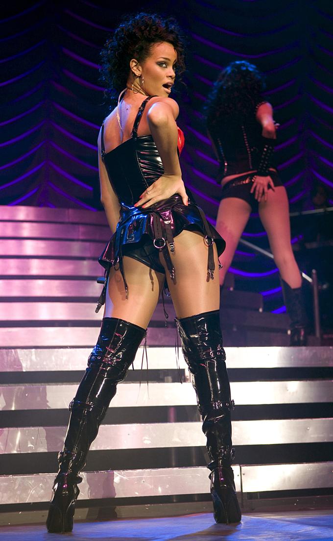 Rihanna trình diễn ca khúcGood Girl Gone Bad tại Anh năm 2007. Ảnh:Rex Features.