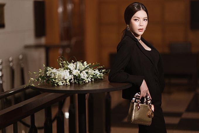 Cựu Đại sứ Du lịch Việt Nam xây dựng hình ảnh người phụ nữ hiện đại, năng động có thể cùng lúc đảm đương nhiều vai trò trong xã hội.