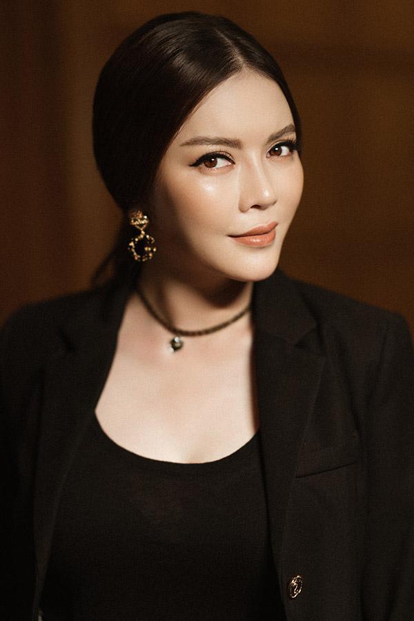 Ngoài công việc của một nhà ngoại giao, Lý Nhã Kỳ còn là doanh nhân kiêm diễn viên, nhà sản xuất phim. Cô đang đầu tư sản xuất phim điện ảnh Thiên đường với sự tham gia của tài tử nổi tiếng Hàn Quốc - Han Jae Suk.