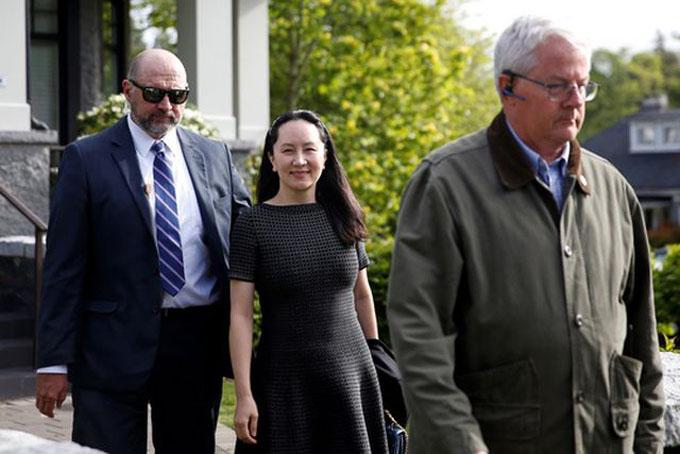 Bà Meng rời khỏi nơi bị quản thúc hôm 8-5. Ảnh: Reuters