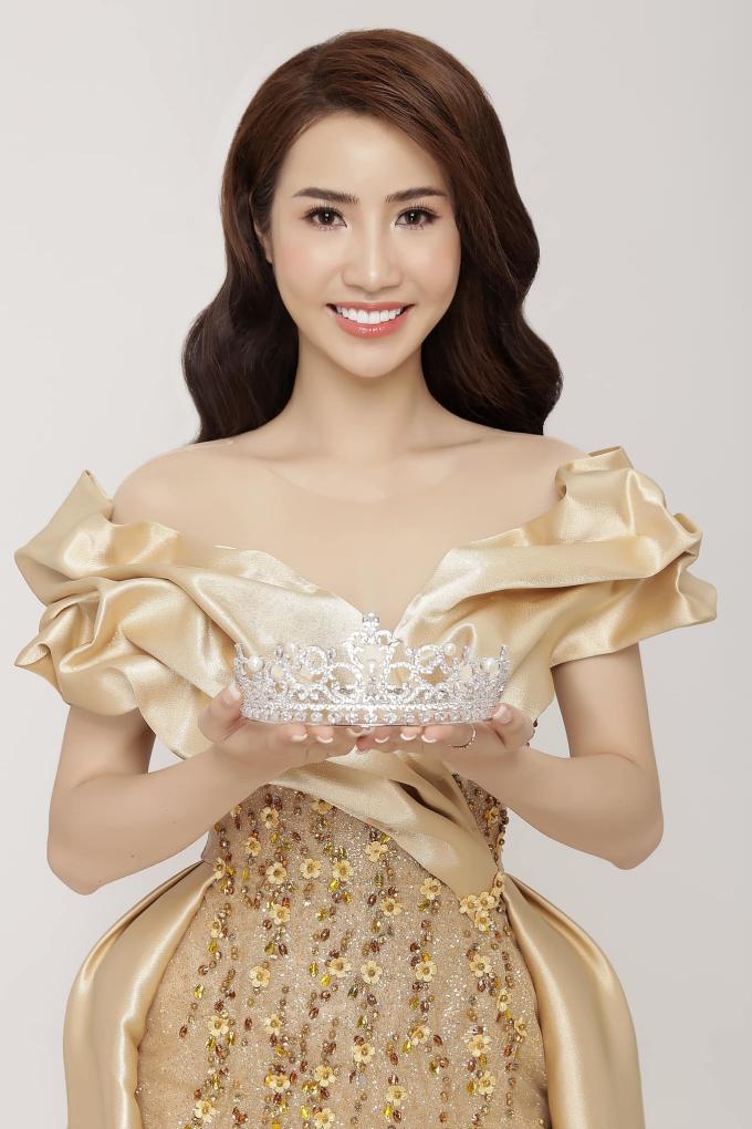 Á hậu Ngọc Vân khoe nhan sắc rạng rỡ cùng vương miện 1 tỷ đồng sau đăng quang