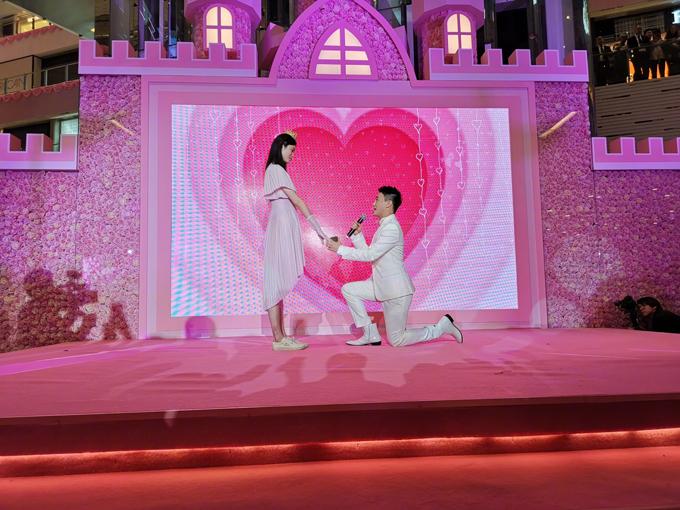 Người mẫu Ming Xi, 30 tuổi và thiếu gia Hà Du Quân, 24 tuổi, đã hẹn hò được 2 năm.