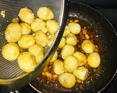 Trứng cút xào bơ tỏi - 3