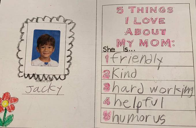 Cậu bé tổng hợp lại 5 điều em yêu ở mẹ của mình là: Thân thiện, tốt bụng, chăm chỉ làm việc, hay giúp đỡ và hài hước.