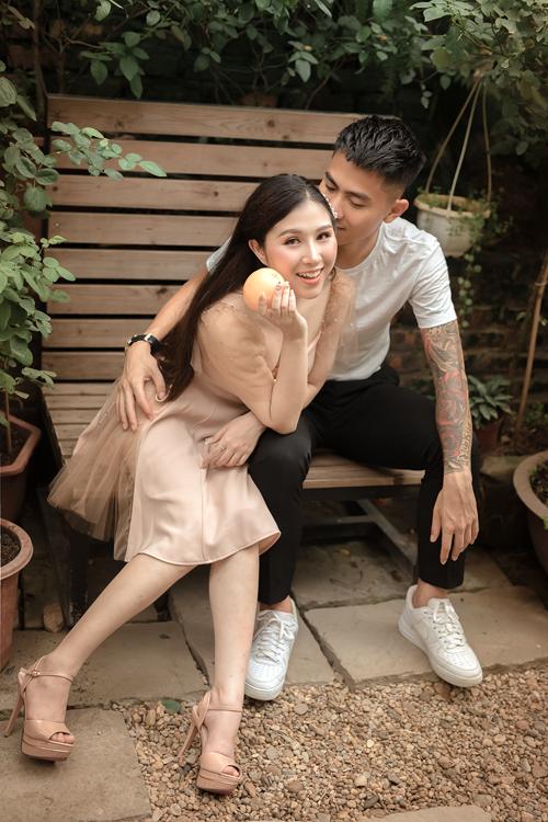 Buổi chụp diễn ra ở studio, ngoài trời trong điều kiện thời tiết thuận lợi,không mưa và ngay tại Hà Nội. Theo nhiếp ảnh gia, cô dâu chú rể nên thoải mái thể hiện các cử chỉ tình cảm và đặt niềm tin ở ekip.