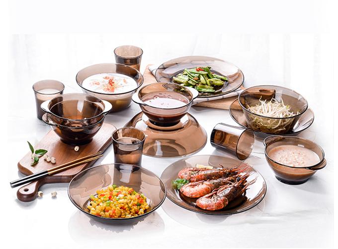 Bộ bàn ăn Duralex lys nâu khói gồm 12 món: 6 chén 10.5cm, 2 tô 17cm, 2 dĩa 19cm, 1 đĩa 21cm, 1 dĩa 23cm. Chất liệu thủy tinh chịu lực va đập tốt, chịu được sốc nhiệt từ - 20 độ C đến 180 độ C. Giá ưu đãi 679.000 đồng.