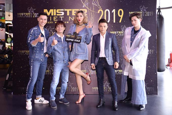 Hoa hậu Đàm Lưu Ly mặc hở táo bạo ở tuổi 46 - 8