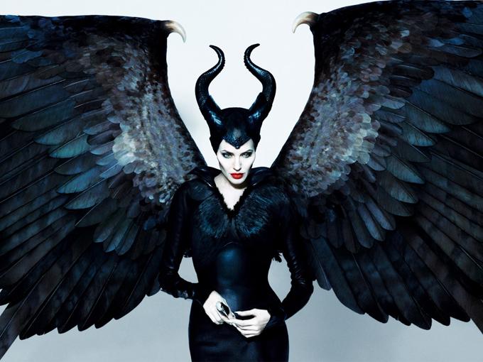 Angelina Jolie trong vai tiên hắc ám.
