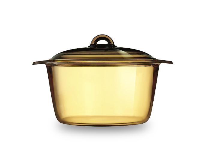 Nồi thủy tinh Amberline D2796LR dung tích 5 lít màu hổ phách từ thương hiệu Luminarc, giá 1,29 triệu đồng.
