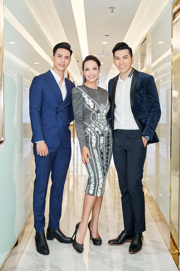 Hoa hậu Đàm Lưu Ly mặc hở táo bạo ở tuổi 46 - 1