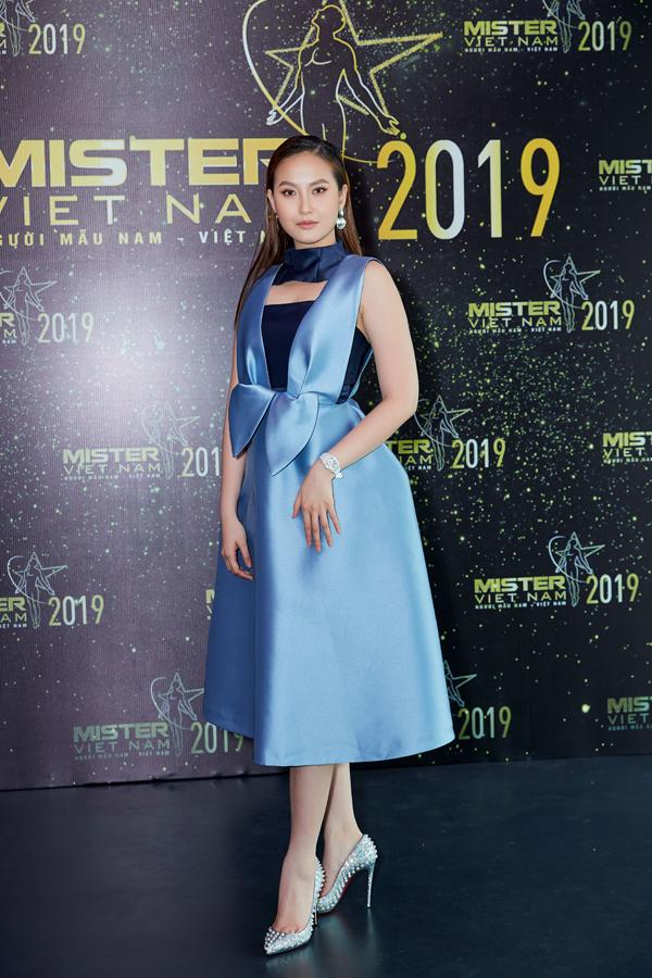 Hoa hậu Đàm Lưu Ly mặc hở táo bạo ở tuổi 46 - 4