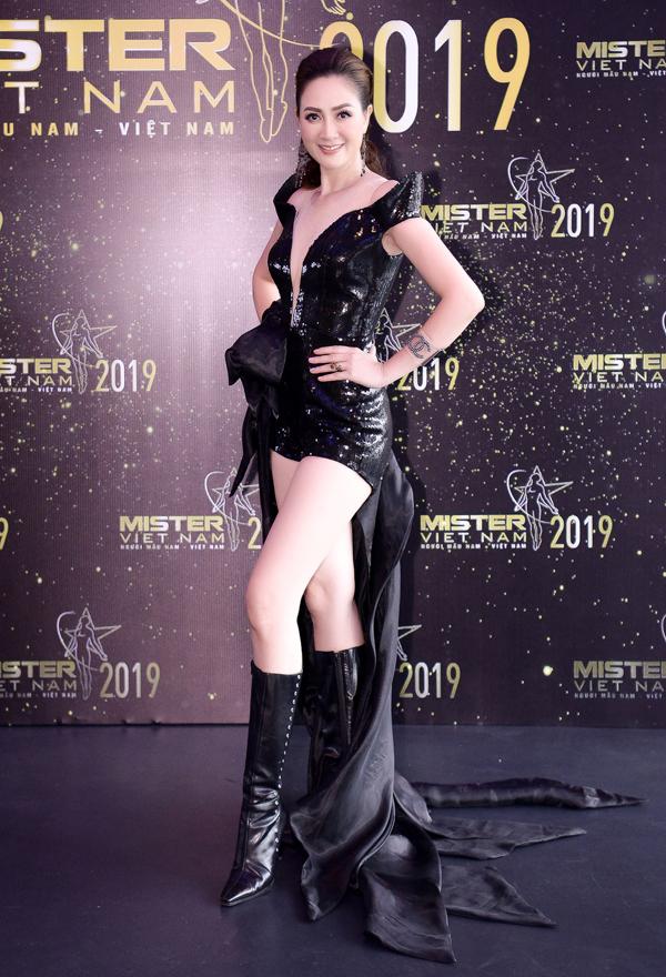 Hoa hậu Đàm Lưu Ly mặc hở táo bạo ở tuổi 46 - 5