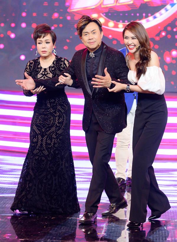 Trong buổi ghi hình, Tường Linh phối hợp ăn ý với Việt Hương, Chí Tài.