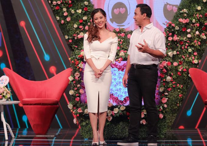 Nam Thư trên sân khấu chương trình Bạn muốn hẹn hò cùng MC Quyền Linh.