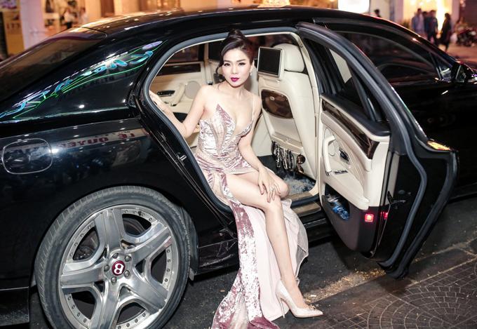 Cô thường sử dụng chiếc xe này di chuyển cho công việc, cuộc sống hằng ngày.