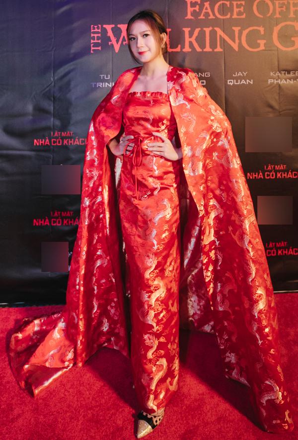 Vợ Lý Hải đầu tư trang phục hoành tráng cho lễ ra mắt phim Lật mặt: Nhà có khách ở Melbourne, Australia.