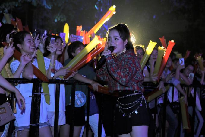 Á hậu Huyền My tham gia Lễ hội ẩm thực - âm nhạc tại Hà Nội - 6
