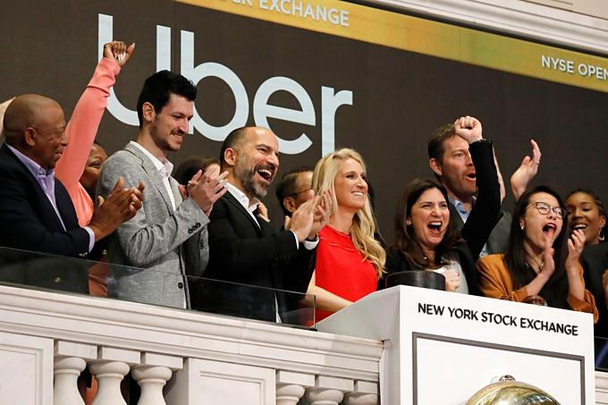 Tập thể Uber tại Sàn chứng khoán New York ngày 10/5. Ảnh:AP.