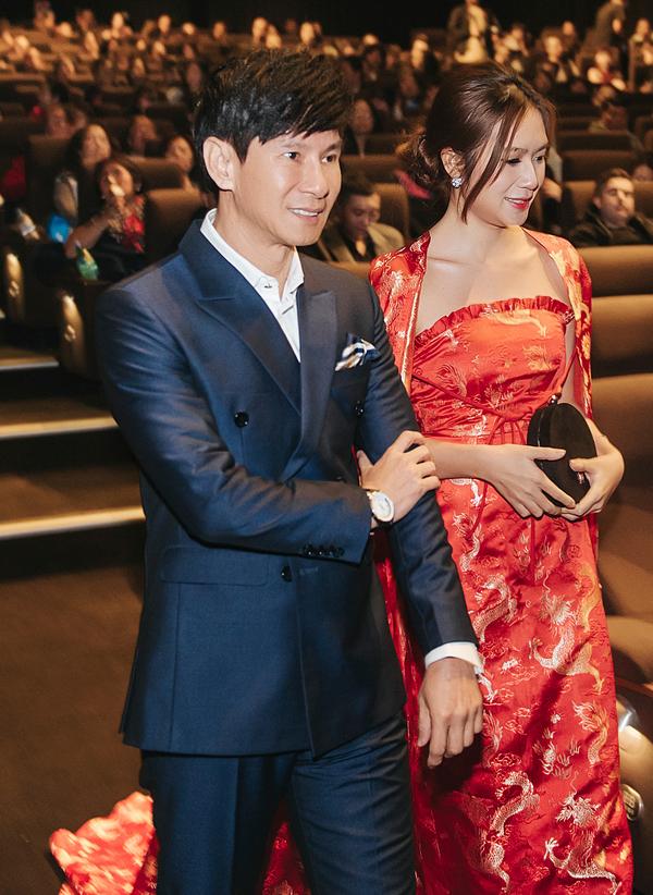Minh Hà sánh đôi ông xã Lý Hải lên sân khấu giao lưu cùng khán giả xứ chuột túi.