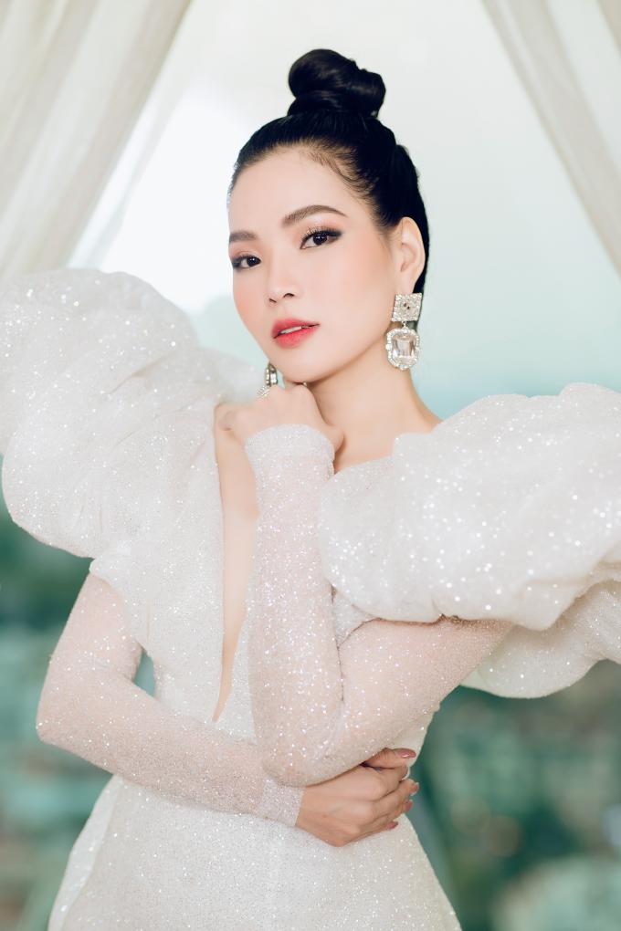 Vào ngày 20/4 vừa qua, Cao Thị Thùy Dung tổ chức buổi khai trương nhà máy Happy Secret đạt chứng nhận GMP ASEAN – Thực hành tốt sản xuất mỹ phẩm. Sau đó, vào ngày 21/4, côtổ chức thành công sự kiện Top White Best Awards of The Year 2019 nhằm tôn vinh đại lý có thành tích xuất sắc.