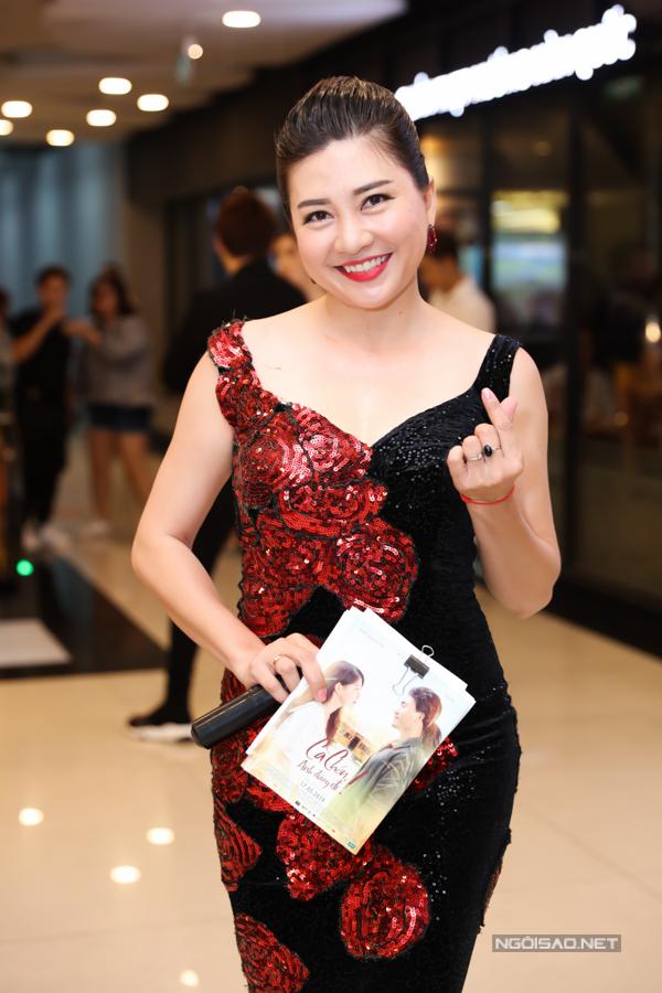 MC Ngọc Tiên dẫn dắt buổi ra mắt phim tối 14/5.