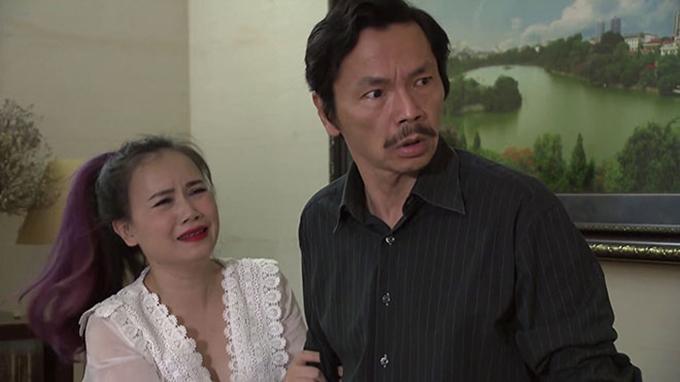 Hoàng Yến vào vai bà Xuyến, một người phụ nữ trải qua 4 đời chồng và tìm mọi cách để tán tỉnh người đàn ông góa vợ là ông Sơn (NSƯT Trung Anh) trong Về nhà đi con.