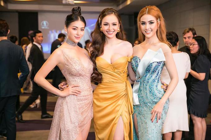 Hoa hậu Trái đất Phương Khánh (trái) như nữ thần khi đọ dáng cùng hai đàn chị Diễm Hương, Phan Thị Mơ.