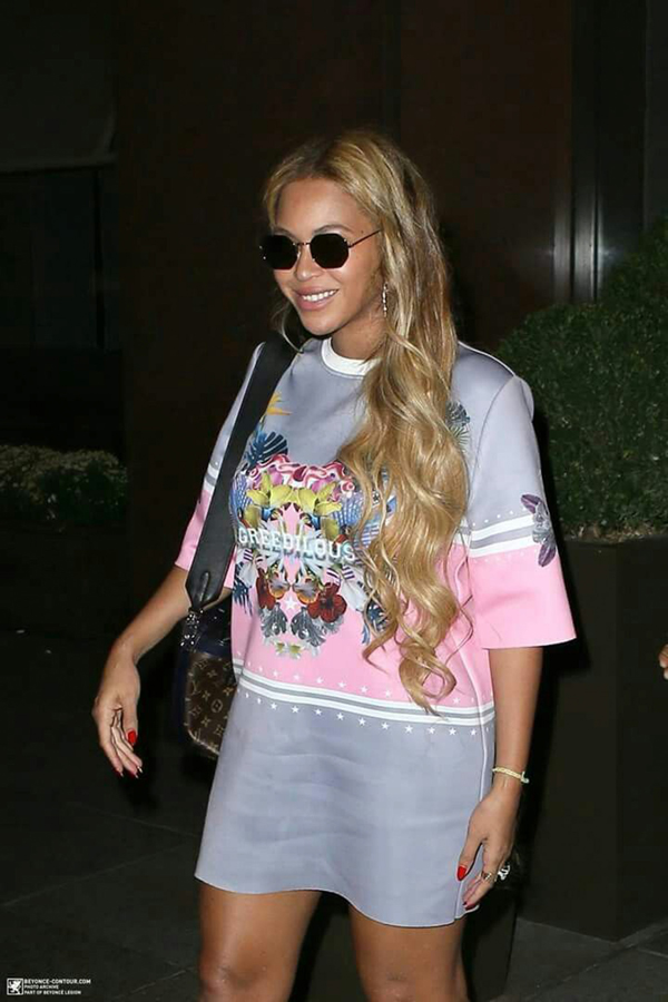 Beyonce nhiều lần chọn trang phục của Younhee Park để mix đồ dạo phố.