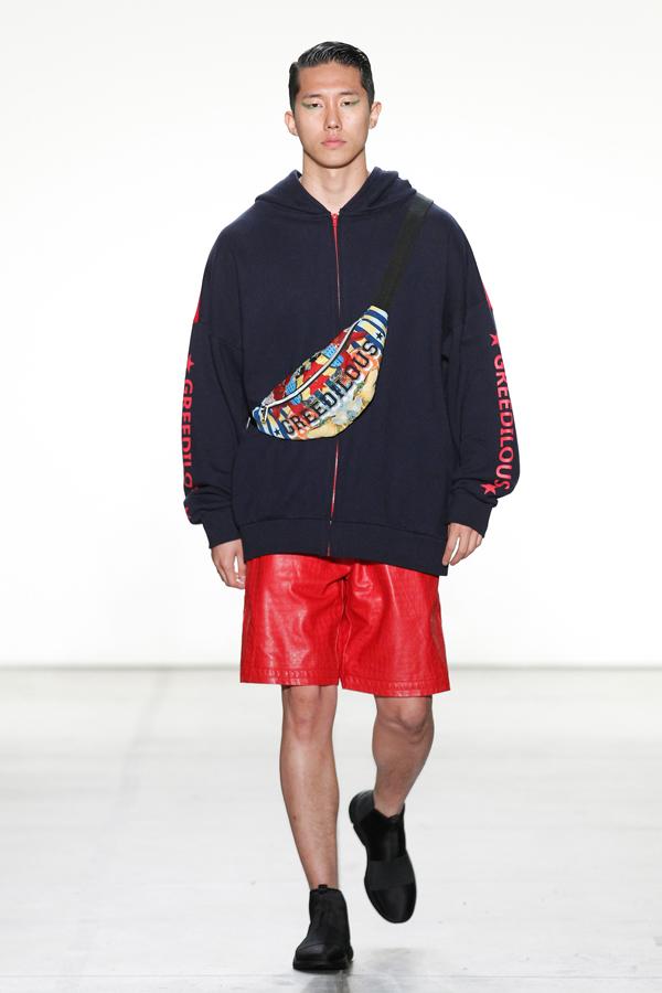 Younhee Park sẽ góp mặt tại Fashion Voyage 2 của đạo diễn Long Kan cùng với 4 nhà thiết kế Việt Nam là Lâm Gia Khang, Nguyễn Tiến Truyển, Hoàng Minh Hà, Hà Nhật Tiến vào ngày 18/5 tại vịnh Hạ Long.