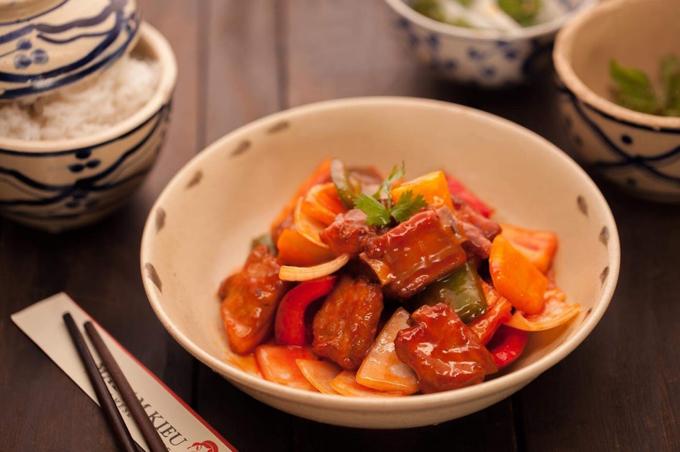 Các món ăn tại đây được chế biến và nêm nếm đúng hương vị Việt Nam những năm trước đây.