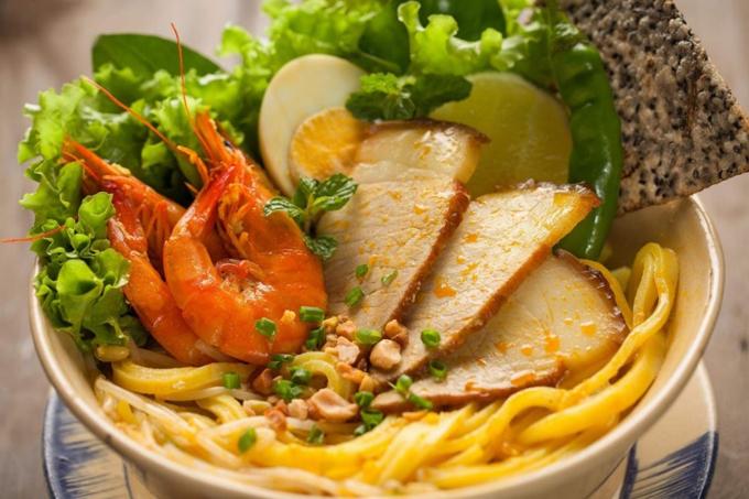 Nhà hàng năm tại số 43 Nguyễn Phúc Chu, Hội An. ĐT:  098 627 18 04. Fanpage.