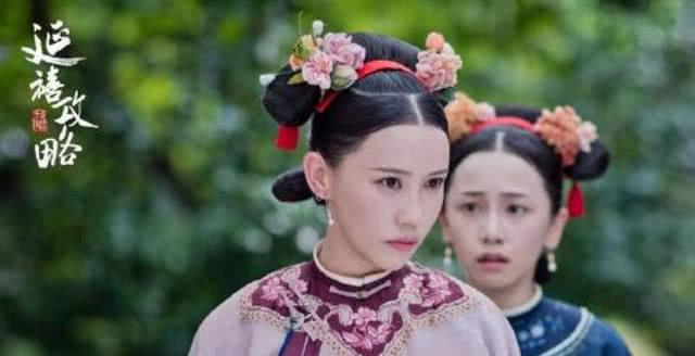 Thi Dư Văn (áo hồng) trong vai cung nữ của phim Diên Hy công lược.