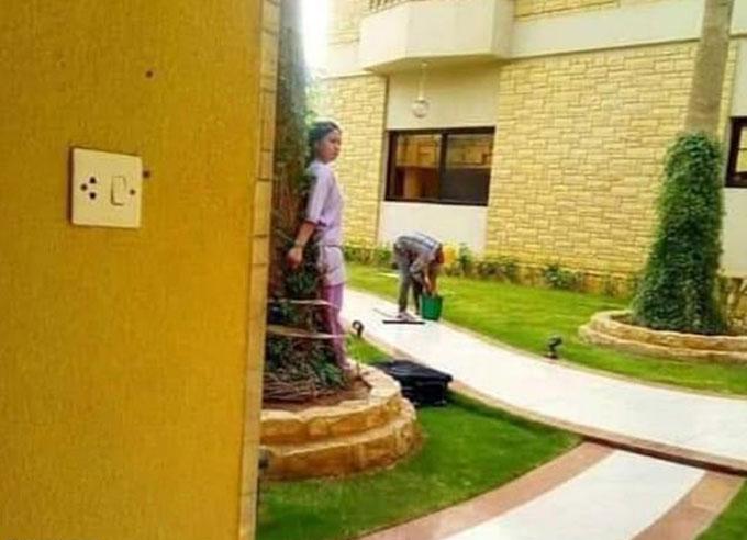 Nữ giúp việc bị trói trong vườn của một gia đình giàu có ở Riyadh, Arab Saudi. Ảnh: Viral Press.
