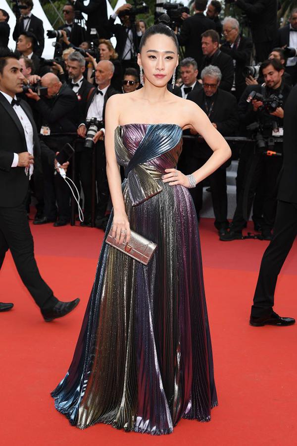 Diễn viên Ngô Khả Hy lọt top mặc đẹp tại lễ khai mạc Cannes do tạp chí Elle bình chọn.