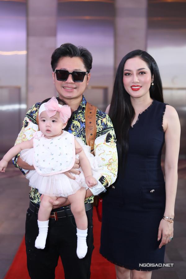 Lâm Vũ và vợ - Hoa hậu Phụ nữ người Việt Thế giới 2015 Huỳnh Tiên gây bất ngờ khi xuất hiện cùng con gái - bé Alexandra Nguyễn.