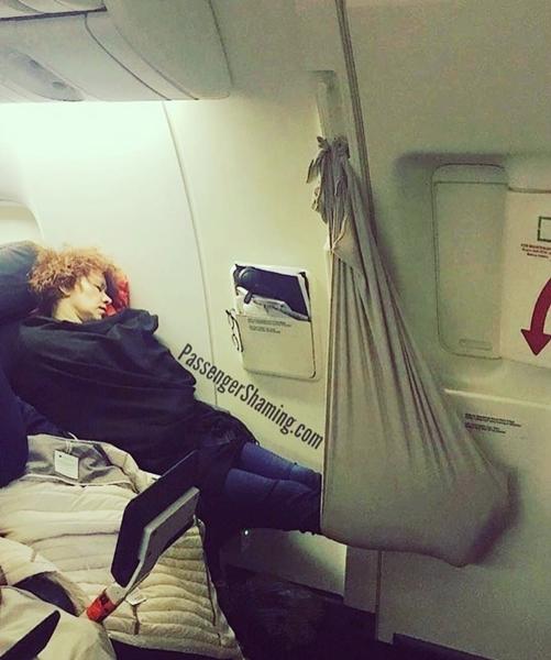 Cựu tiếp viên hàng không tiết lộ hai điều hành khách - 1