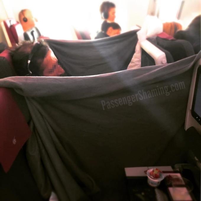 Cựu tiếp viên hàng không tiết lộ hai điều hành khách - 2