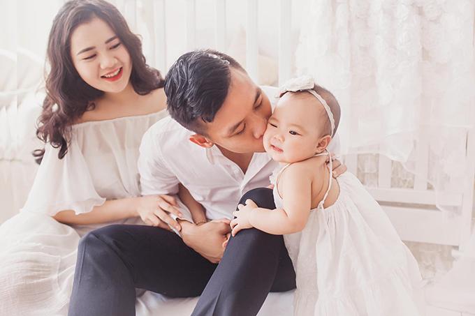 Cặp đôi chào đón sự ra đời của cô con gái đầu lòng Sunny hồi tháng 7/2018.