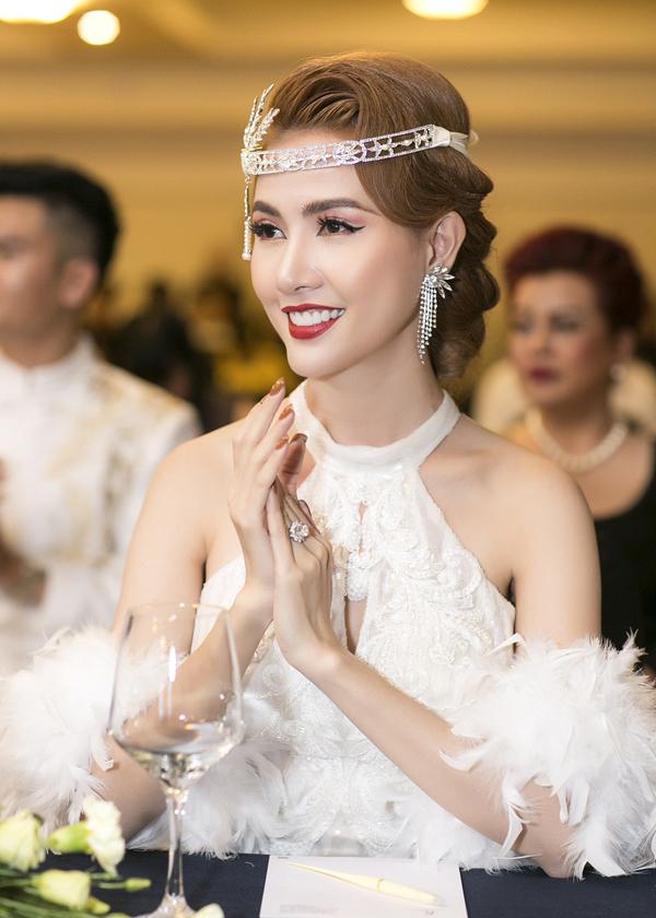 Phan Thị Mơ không tiết lộ danh tính bạn trai nhưng cho biết anh là người đàn ông chững chạc, luôn yêu thương và cho cô cảm giác an toàn, ấm áp.