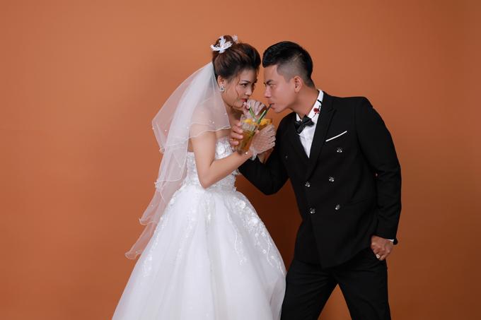 Kể về mối tình với Văn Đông, Thanh Hậu cho hay cả hai gặp gỡ lần đầu nhờ đi chơi cùng hội bạn chung.
