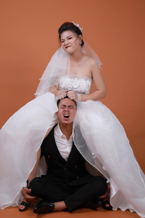 Sau khi nhận hình cưới, uyên ương đang tất bật chuẩn bị cho hôn lễ diễn ra vào ngày 28/5.