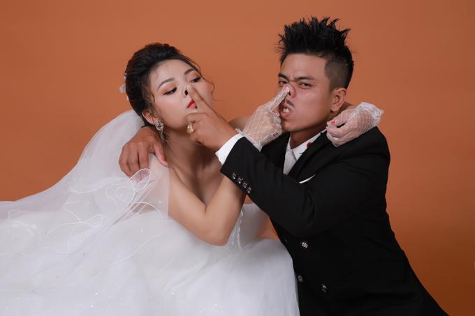 Thanh Hậu (18 tuổi) và Văn Đông (29 tuổi) đều đến từ Long Hải, Bà Rịa - Vũng Tàu. Sau 3 năm gắn bó, uyên ương quyết định về chung một nhà và rủ nhau chụp ảnh để chuẩn bị cho đám cưới.