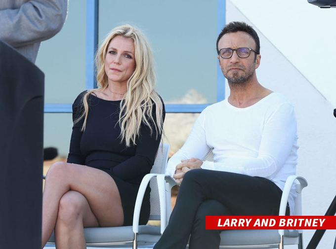 Britney và người quản lý, Larry Rudolph.
